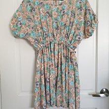 Stand up 30~二手洋裝~日系修身雪紡花洋裝,腰有鬆緊不會勒腰很舒服,上身沒內裡但不透,裙子有內裡