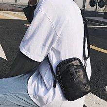 現貨??時尚青年小包胸包掛脖包户外運動騎行挎包掛包潮流皮質男士單肩包手機包