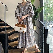 長洋裝 民族風抽象印花V領大燈籠袖連身裙 艾爾莎【TAE8817】