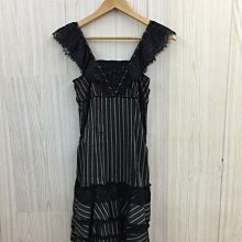【愛莎&嵐】POUPINE 女 黑色直紋蕾絲短袖洋裝 1100604
