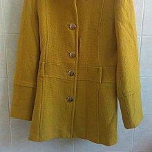 【冬出清】法國精品 La Feta 金黃色金釦100% Virgin Wool純羊毛風衣式大衣外套,有腰身顯瘦款式。尺寸36碼無彈黃內裡 MaxMara Jil