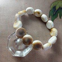 【開運如意閣】天然貝類-扁珠手排手鍊-  手圍約17公分