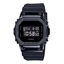 *夢幻精品屋* CASIO G-SHOCK 全黑金屬質感不鏽鋼殼搭配樹脂錶帶 經典的方型 GM-5600B-1