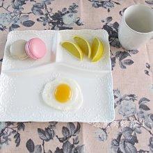 【遇見美好雜貨】A50805 典雅陶瓷蝴蝶蕾絲浮雕分隔早餐盤/三隔餐盤/白色方盤