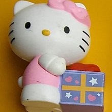 **M8-16** (裸裝無盒)麥當勞2012出的Hello Kitty 拆禮物塑膠玩偶/表面有使用痕跡/不知電子功能是