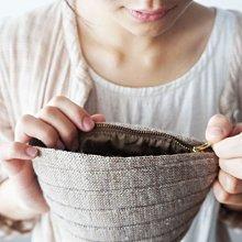 MH 日本雜貨 綿製 自然系 蛋糕 手拿包 化妝包 零錢包( 志成貿易 )