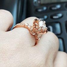 超低特價菊花女戒鑽戒1克拉 求婚 結婚 情人節禮物 925純銀鍍鉑金指環  視覺像大克拉莫桑鑽寶