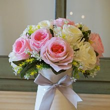 【遇見美好雜貨】A80523仿真粉色白色玫瑰花含白色花瓶套裝 仿真花+花器