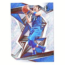必漲新秀第二年!小牛一哥 Luka Doncic 超美Revolution Base Card #73!超美的革命第二年折射閃亮美卡!2019-20