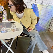Celine 外套 大推私留款 可以從年輕穿到奶奶的單品,名人雜誌款 摩洛哥秀場最出彩的Celine單品!淡淡的鵝黃色搭配金色紐扣又氣質又名嫒