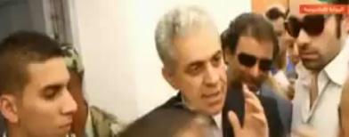 مشادة بين حمدين ومواطن علي الطابور