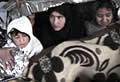 Überlebender: Flüchtlinge unter Deck eingesperrt