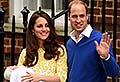 William e Kate deixam o hospital com a filha