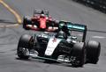 Hamilton sbaglia, Rosberg vince: Vettel secondo