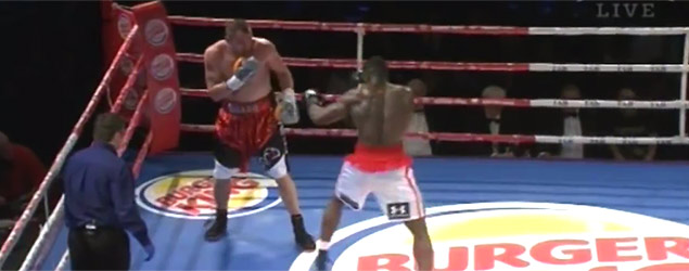 Brutal punch knocks boxer out of the ring (Yahoo7)