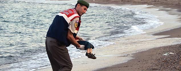 Image of drowned refugee boy shocks the world (AP)