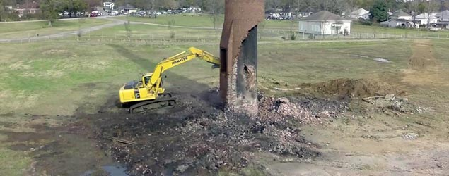 Smokestack demolition goes horribly wrong (Jukin)