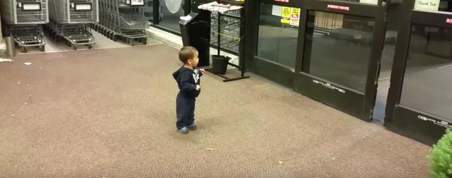 Two-year-old's reaction to sliding doors (CBS)