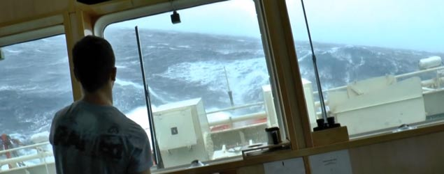 What it's like on ship in the North Sea during a storm (Newsflare)