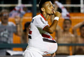 São Paulo sofre, mas vence e segue na Libertadores
