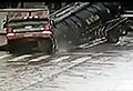 VIDEO: Truck swallowed by huge and sudden sinkhole