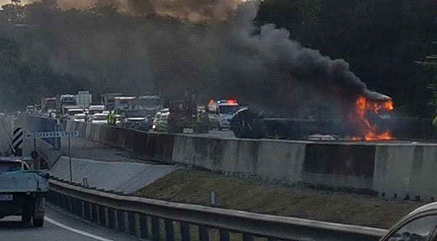 Queensland horror crash on Pacific Motorway leaves all southbound lanes closed - Yahoo7 News