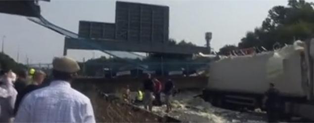 M20 bridge collapse (screengrab)