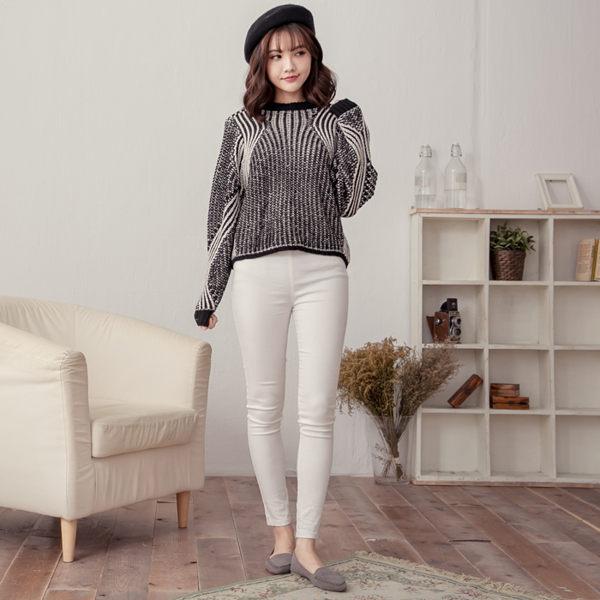 黑白雙色立體波紋柔軟毛衣