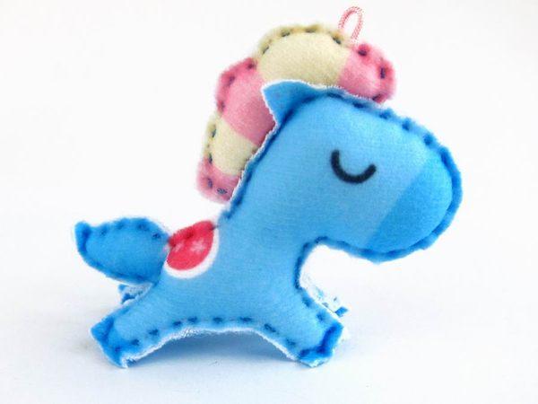 ☆猴子設計☆ 夢幻藍馬布偶明信片-明信片可以DIY成一個可愛布偶-可加購材料包