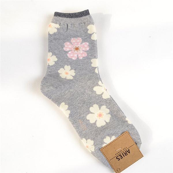 灰粉.Aries甜美花朵中筒襪【遊藝市場】