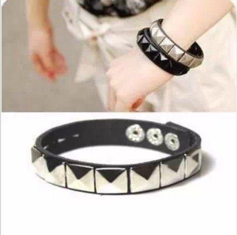 韓國飾品皮革手鏈歐美風鉚釘手鏈情侶男女通用B3055