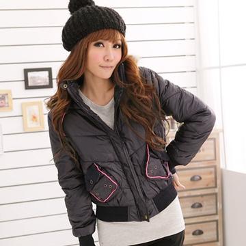 質感保暖外套--亮麗保暖款亮面尼龍毛邊豹紋連帽短版鋪棉外套(黑.紅.紫M-L)-J64眼圈熊中大尺碼◎