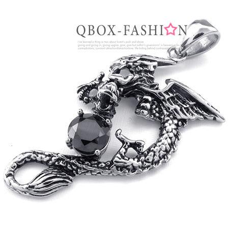 《 QBOX 》FASHION 飾品【W10023284】精緻個性飛翔翼龍黑鋯石鑄造316L鈦鋼墬子項鍊