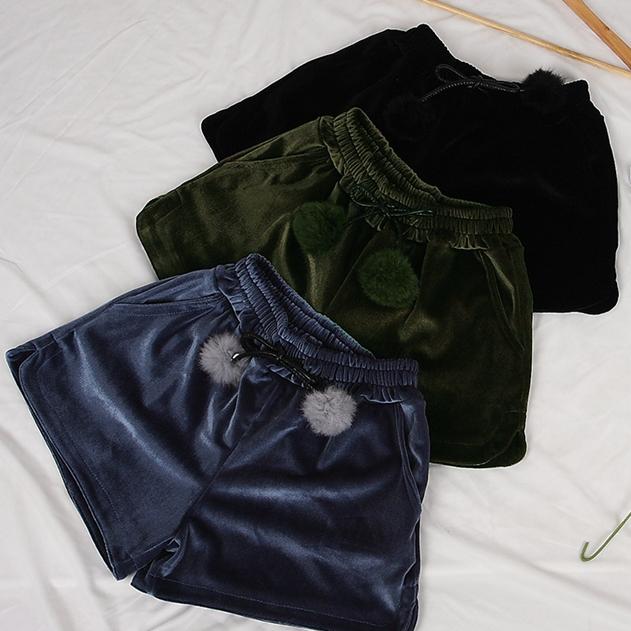 鬆緊腰毛球繫帶雙口袋寬口絲絨短褲 (黑 灰藍 軍綠)三色 11832003