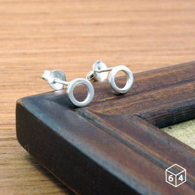 圓圈耳環方線甜甜圈耳環925純銀圓形耳環-64DESIGN銀飾