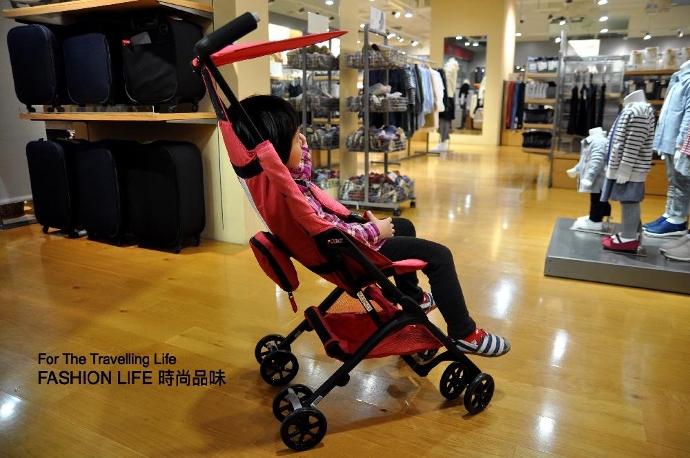 時尚品味嬰兒車出租日本口袋型推車POCKIT新生兒時尚棕色及桃紅色推車出租