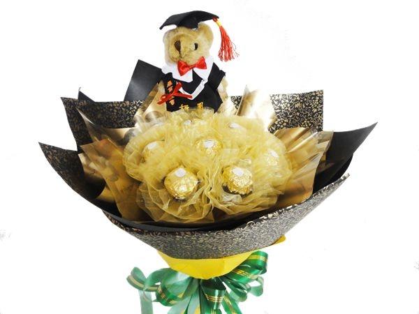 娃娃屋樂園~十全十美10顆金莎巧克力-畢業熊花束每束650元花束商品畢業花束