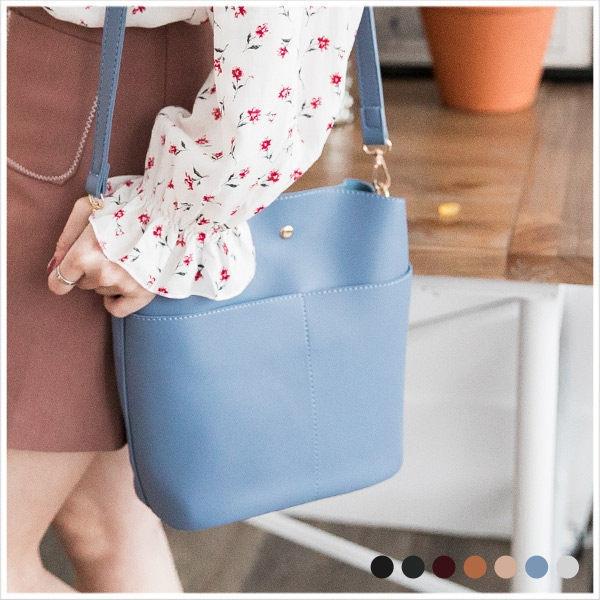 斜背包-特色口袋皮革包中包斜背包-共7色-A17171573-天藍小舖