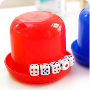 彩色骰盅甩盅色盅帶5顆骰子色子套裝組休閒旅遊聚會娛樂唱歌助興必備顏色隨機發貨