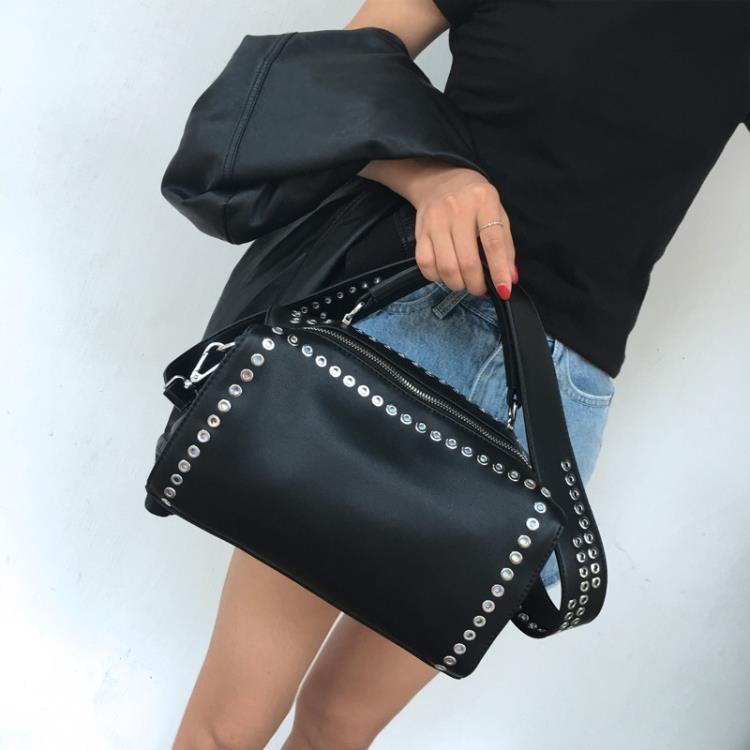 女包手提包新款歐美時尚百搭單肩包斜挎包潮流個性鉚釘機車包