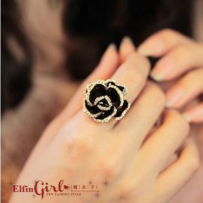 【Q21A89】魔衣子-鑲鑽黑玫瑰花造型女款戒指