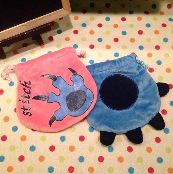 發現好貨迪士尼史迪奇手掌造型卡通絨毛束口袋化妝包收納包衛生棉包