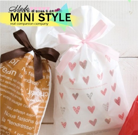 [Mini style] 包裝袋 禮物袋 愛心 絲帶 抽繩 禮品袋 糖果袋 點心袋 束口袋 1個 聖誕節 交換禮物