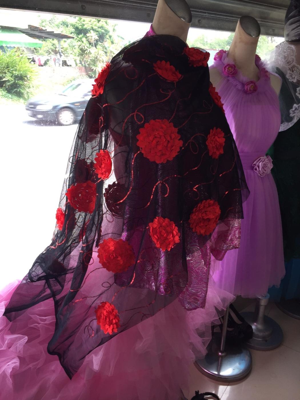 45 Design 3D紅色立體花繡花繡亮片黑色蕾絲網紗禮服舞台蕾絲披肩