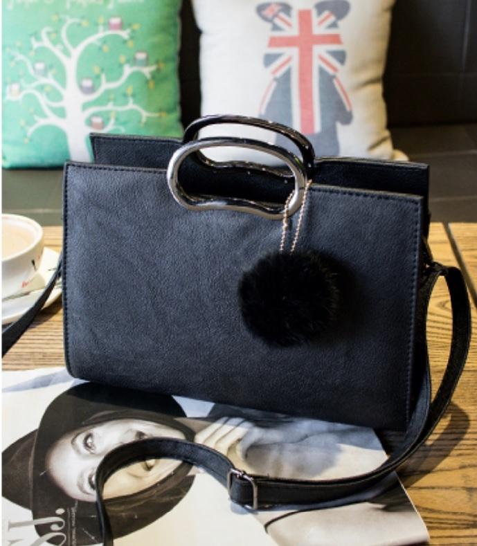 女包新款韓版復古貝殼包手提包大包包黑色大号配真兔毛球