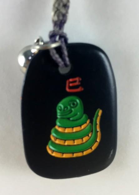 震撼精品百貨日本手機吊飾~招財吊飾-黑色底款-蛇圖案