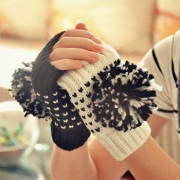 毛球針織半指手套 冬季保暖針織毛線手套 (白 黑)-艾發現