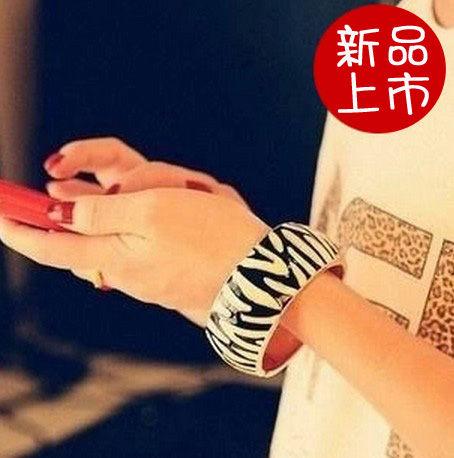 歐美飾品不規則條紋黑白開口手鐲手鏈女B3037