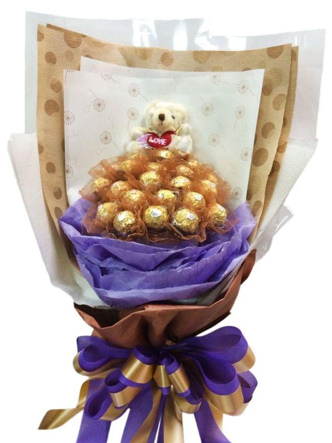 娃娃屋樂園~我永遠愛你.21朵金莎巧克力花小熊-直立式畢業花束每束1200元送老師感謝