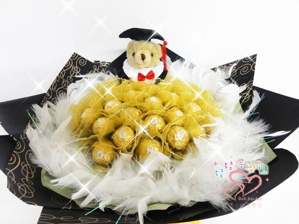 娃娃屋樂園~畢業熊學士熊.畢業花束.33顆金莎巧克力羽毛花束每束1200元花束商品畢業花束